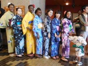 華やかな浴衣姿の留学生